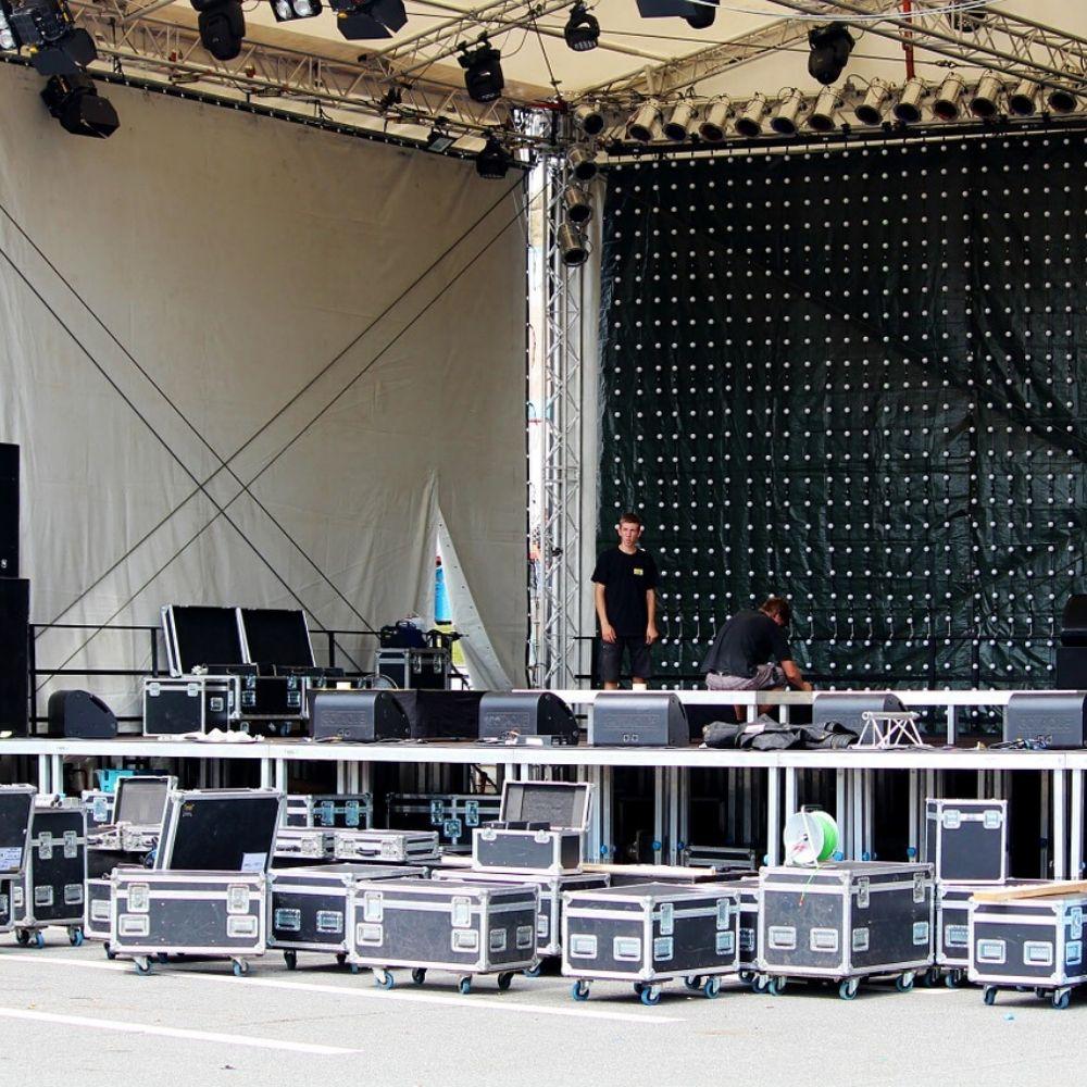 Event Equipment - Auch für den Bühnenaufbau sind wir der richtige Ansprechpartner
